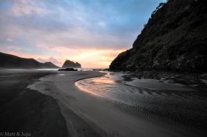 Piha Beach, sable noir et coucher de soleil (no filter, again !)
