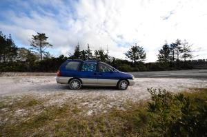 Notre Nissan Prairie de 1998, pas tout jeune, pas tout reluisant mais on l'aime comme il est ;)