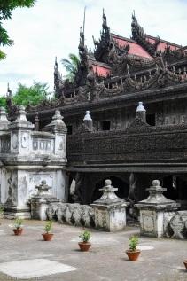 Myanmar - Mandalay - Kuthodaw Pagoda, exterieur2, 2015